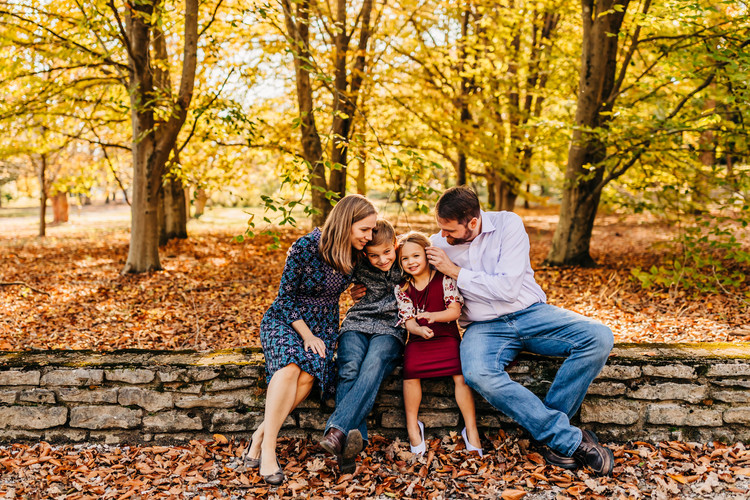 family-snuggle-KnoxvilleBotanicalGarden-