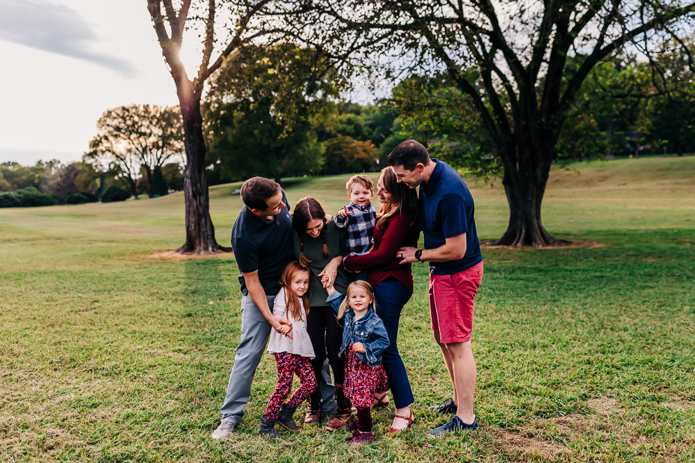 An extended family of seven gathered at sequoyah hills park in knoxville tn for their extended family lifestyle photography session with sweetest moments photography by hannah bucklin