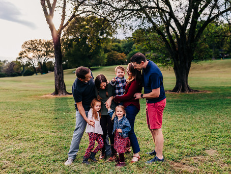 A Lifestyle Extended Family Session at Sequoyah Hills Park