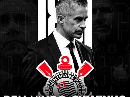 Corinthians anuncia a contratação de Sylvinho
