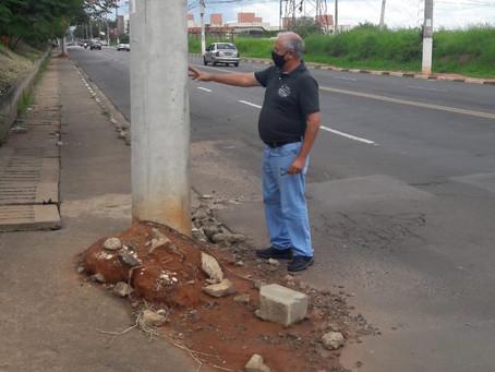 Tião Correa pede que CPFL finalize instalação de postes na Avenida Emílio Bosco
