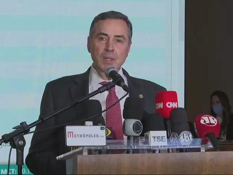 Barroso responde Bolsonaro e diz atuar com 'seriedade, educação e serenidade'