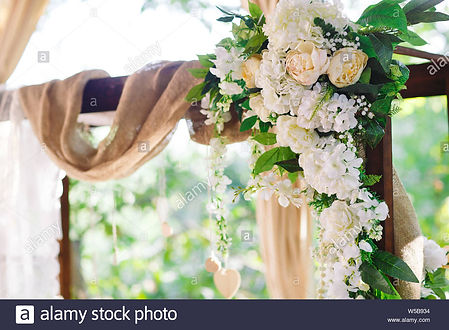 wedding-ceremony-decorations-white-tones