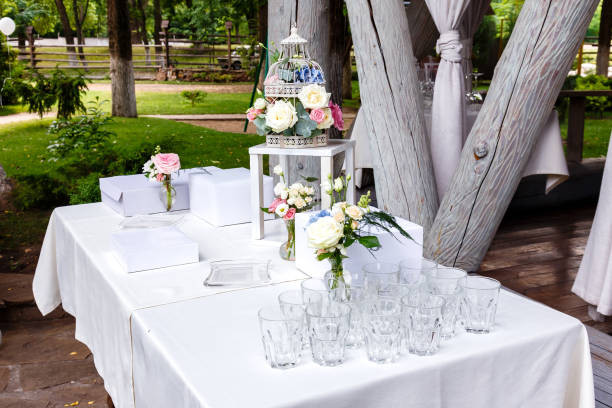 Decorate a drinks table