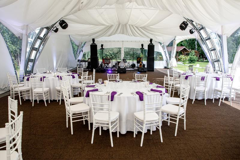 interior-event-tent-decoration-ready-gue