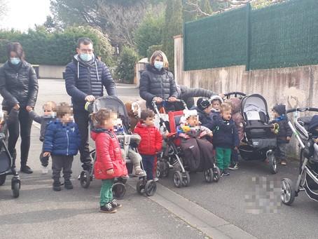 Des enfants dessinent pour le CRCM de Toulouse