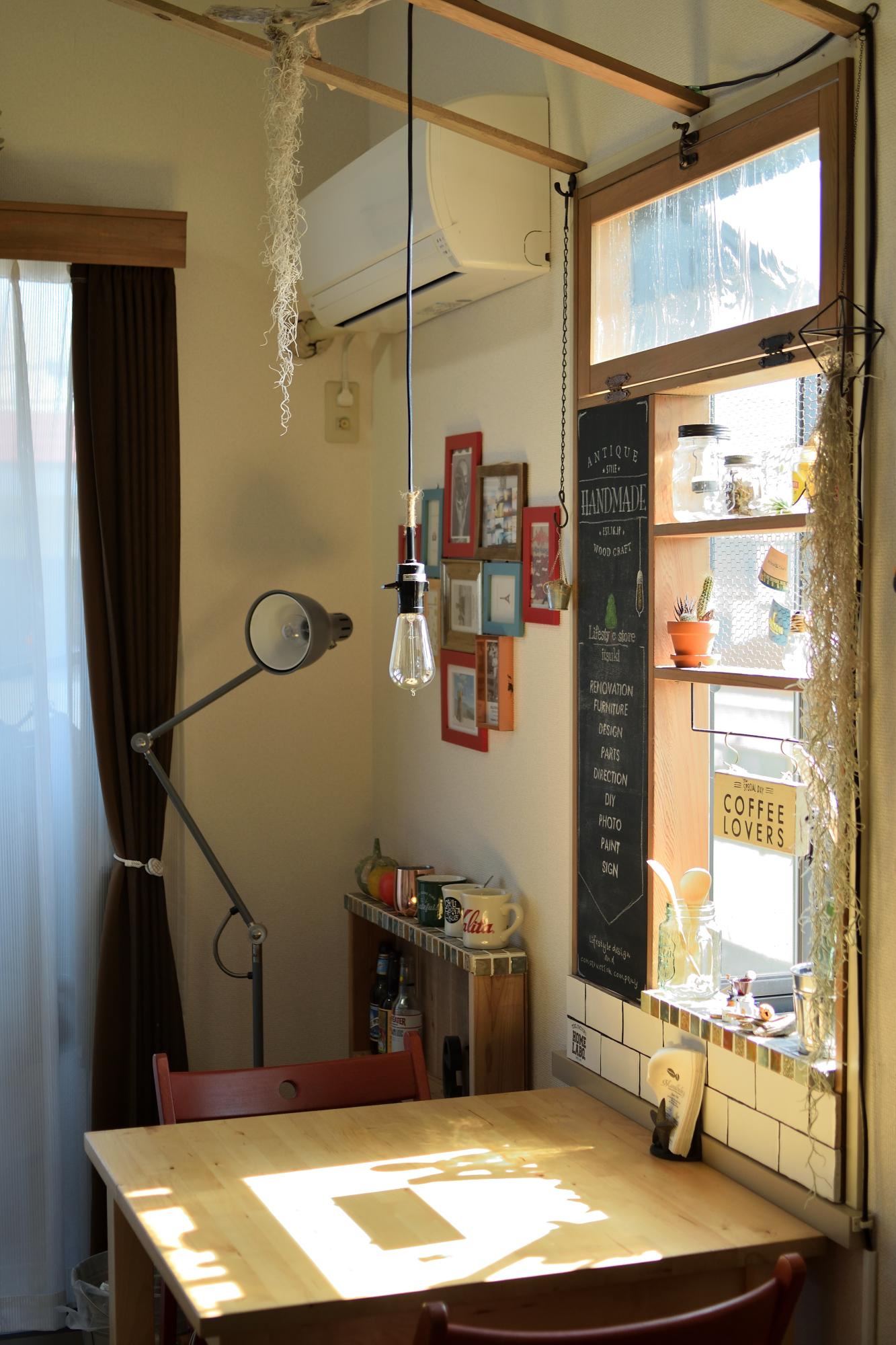 出窓造作/杉,タイル,アンティークガラス