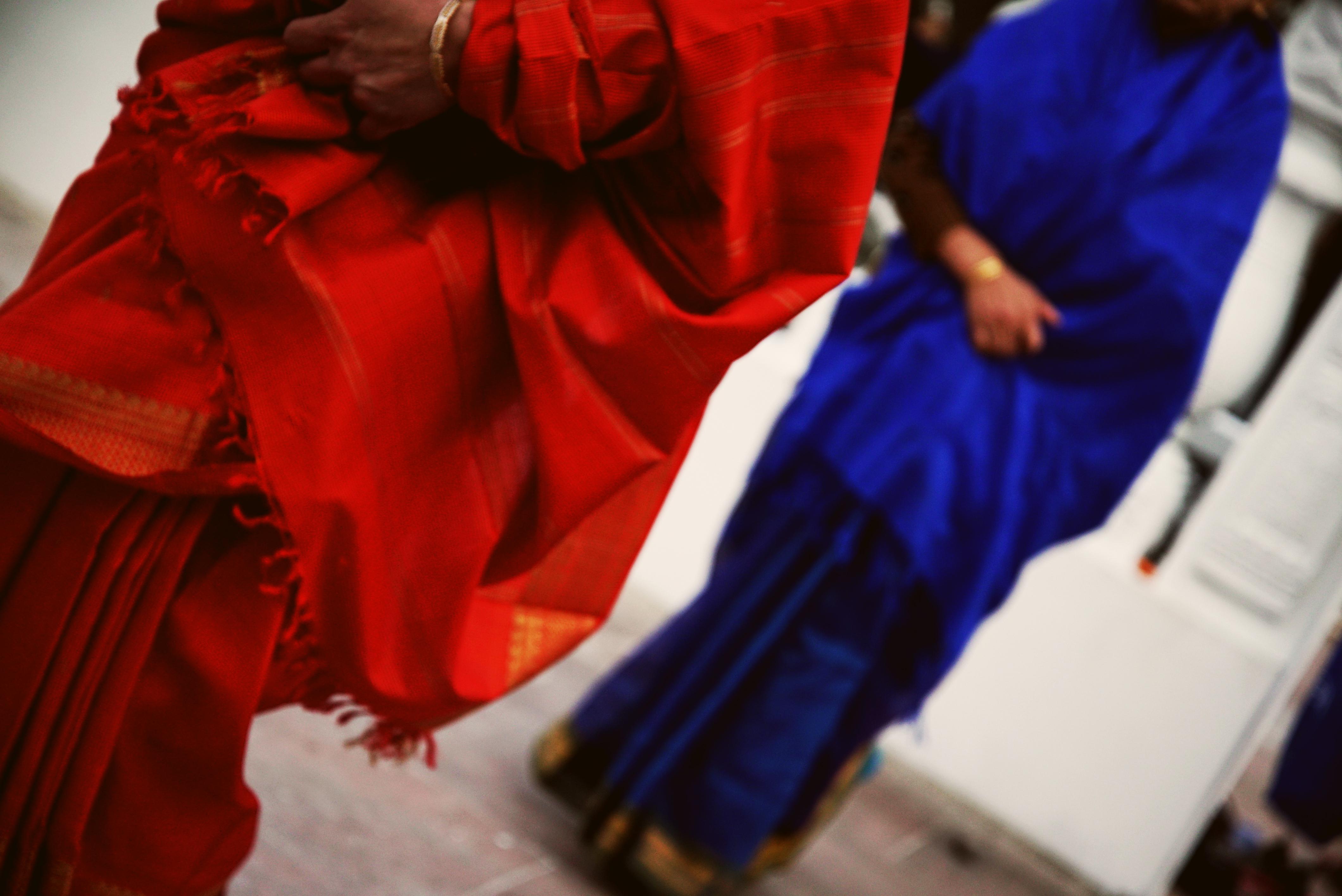 Red_blue_saris_E.jpg