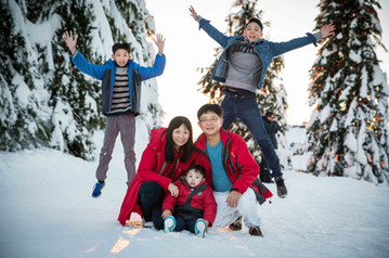 Family winter photos Vancouver