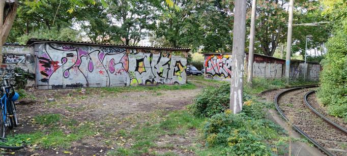 Gemeinschaftsgarten Schleifengarten_Gelände Garagen.jpg