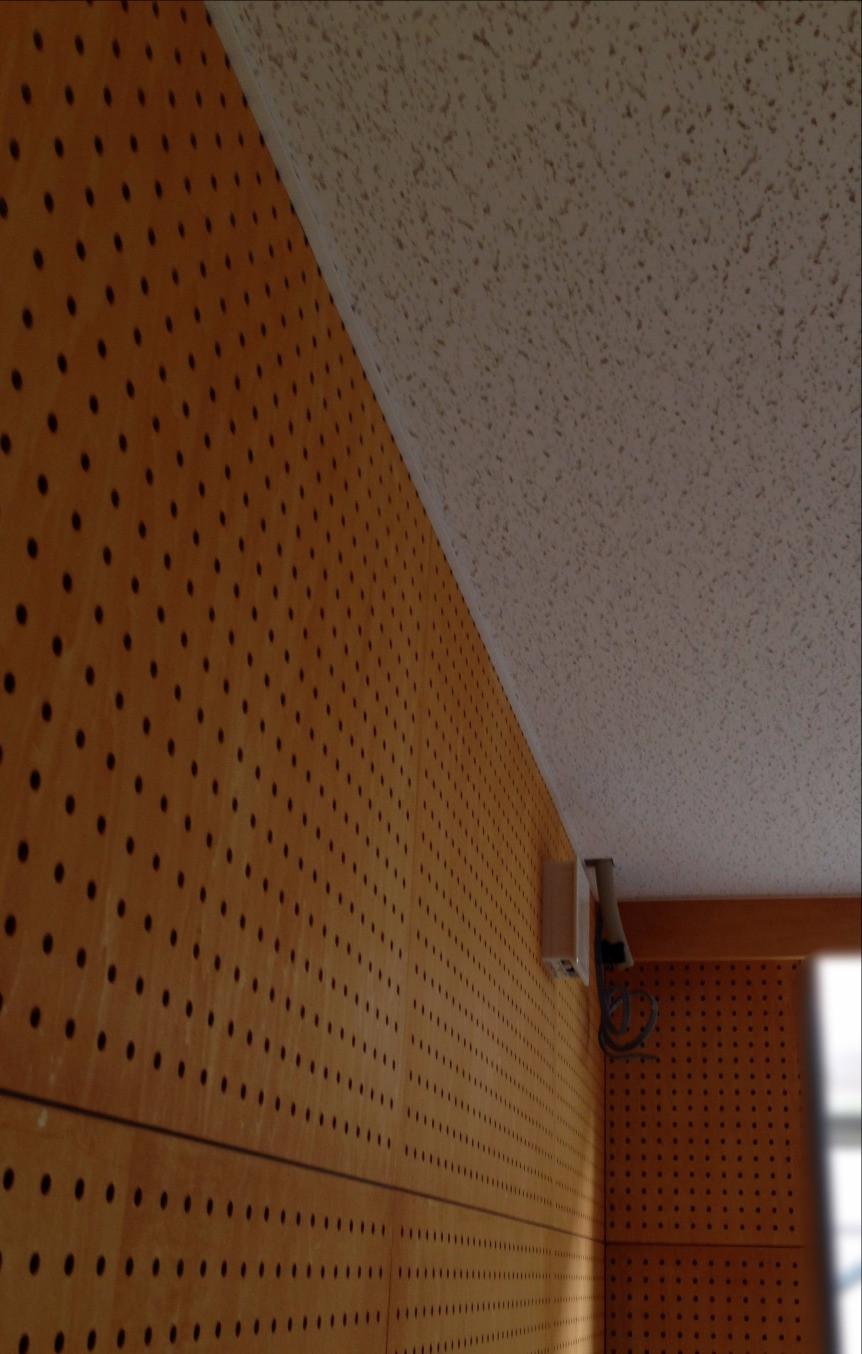 壁面有孔ボード・天井岩綿吸音板