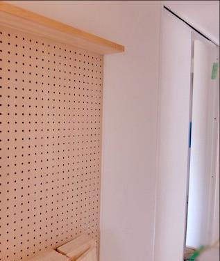 壁面有孔ボード防音ドア廻り