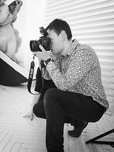 Фотгграф в студии за работой. Балетная школа