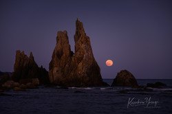 「満月と橋杭岩」