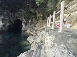 0208-加藤健司-2015122013-浮島海岸横の海食洞