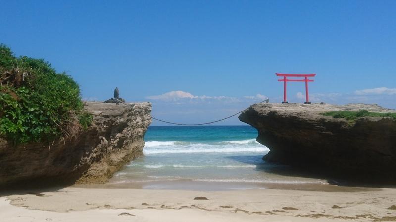 20-0218・加藤淳・白浜・060510・大明神岩と初夏の渚