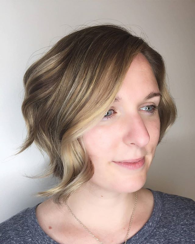 Textured Bob with waves and a subtle spl