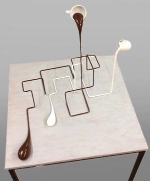 Geometrischer Milchkaffee