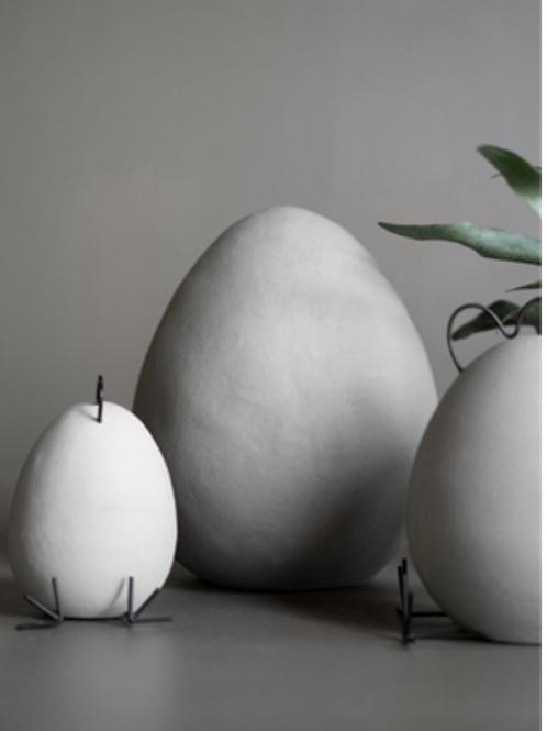 Décoration à poser Heavy Egg  en ciment