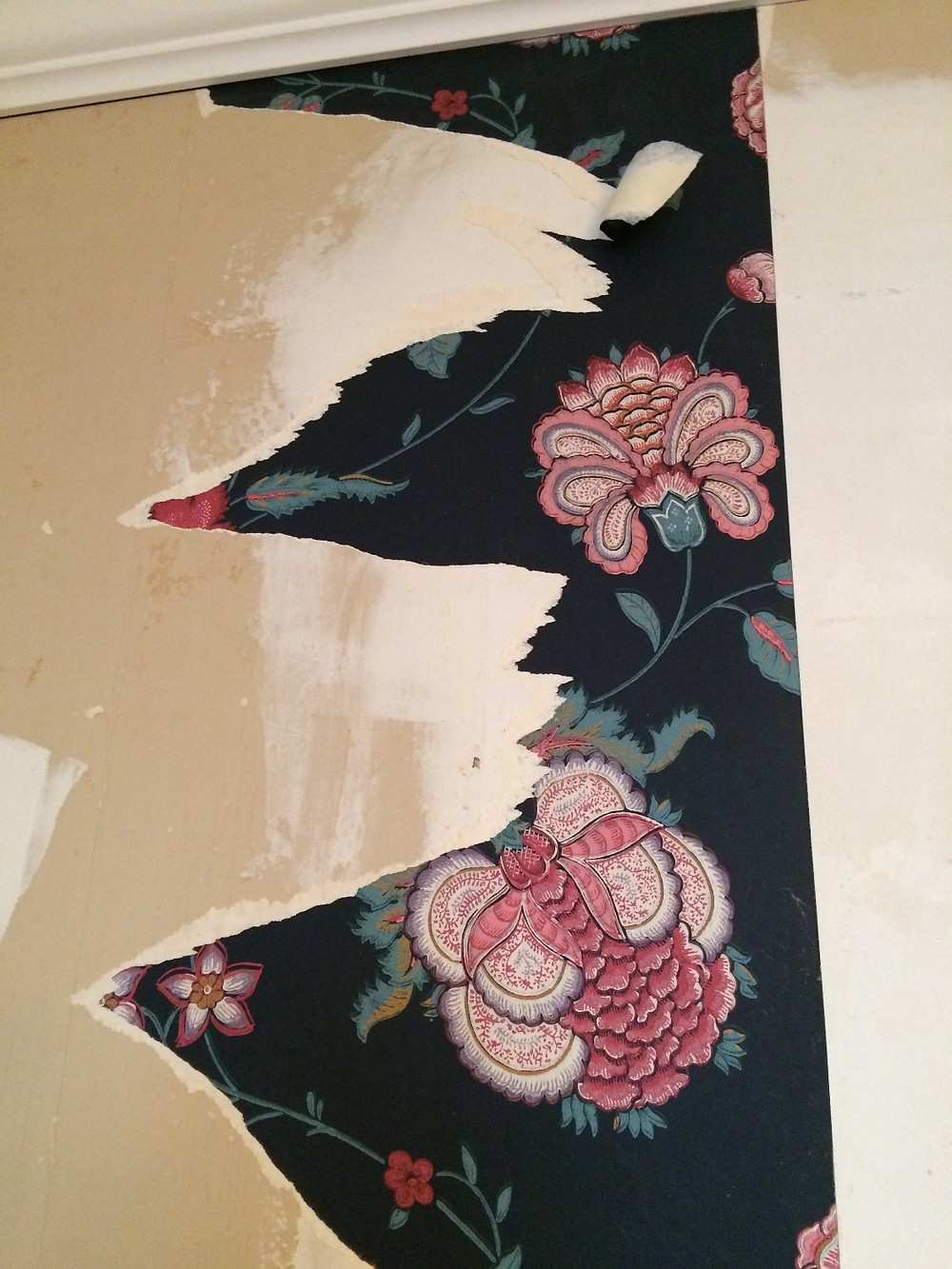 Wallpaper over a patch without correct primer