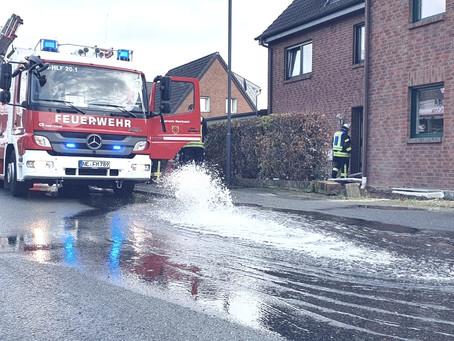 Große Wassermengen erfordern das Eingreifen der Feuerwehr