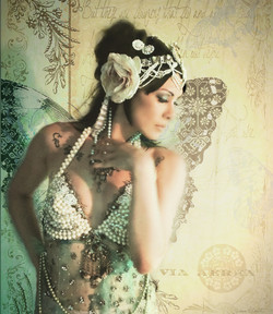 Mata Hari mariposa sepia
