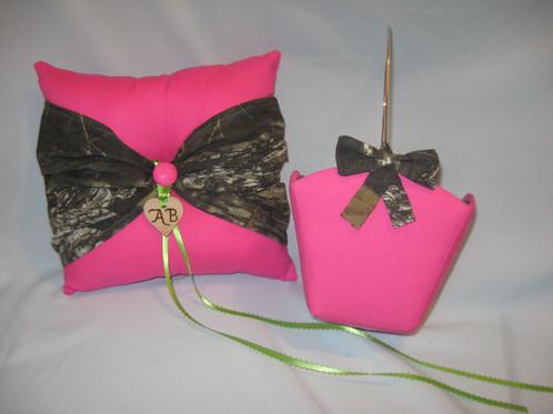 Flower girl basket small keepsakesbynana2018 flower girl basket small hot pink with camo shown with matching bow mightylinksfo