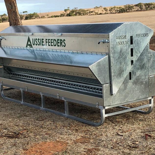 1500ltr (1ton) x 3m long  Sheep Chicken Cattle Feeder on skids
