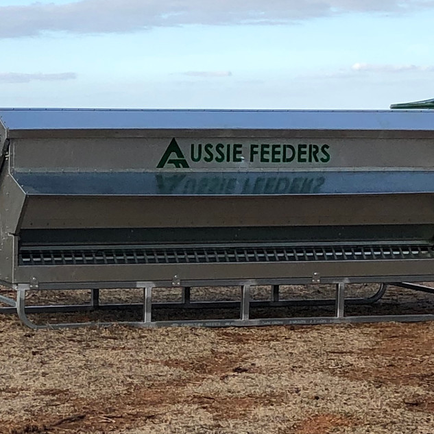 1500ltr (1ton) x 3m long  Sheep Chicken Cattle Feeder on skids