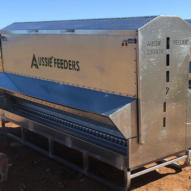 2300ltr (1.5ton) 3m long Sheep,Cattle,Chicken Feeder on Heavy Duty Skid