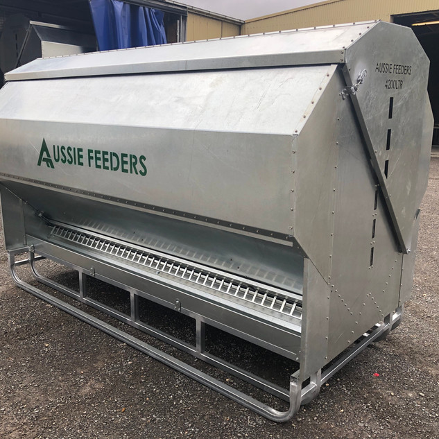 4200ltr (2.8ton) 3m long Sheep,Cattle,Chicken Feeder on Skids