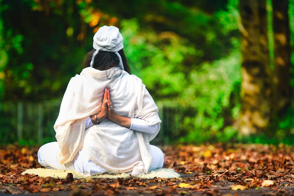 yoga-among-the-autumn-in-the-park-2021-04-05-18-28-19-utc.jpg