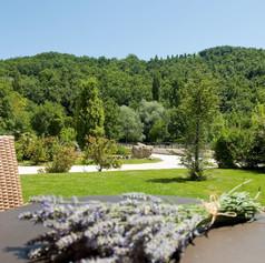 Esterni-tavolo-in-giardino-1030x683.jpg