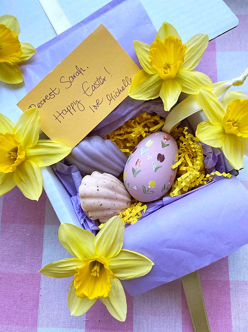 Hand painted easter egg & Dee's speckled madeleine gift set