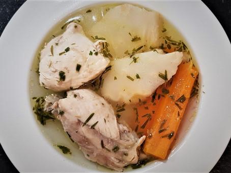 Húsleves la soupe de poulet hongroise