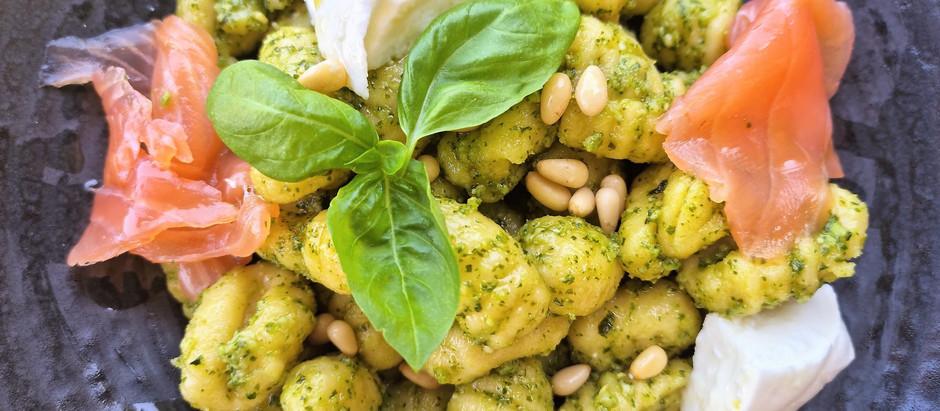 Gnocchi froids sauce basilic, mozzarella et saumon fumé