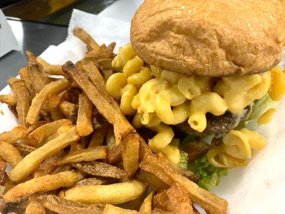 Samantha's%20mac%20and%20cheese%20burger