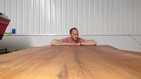 Over mij Roy van Leijen van Leijen Houtwerken plantaan houten tafel
