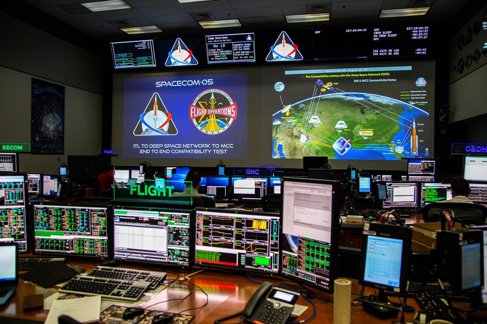 spacecom05_a_lowres_seg.jpg
