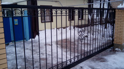 Легкие ворота с элементами ковки
