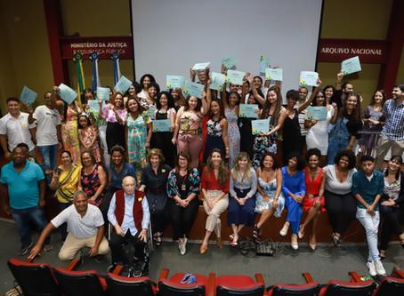 Vinte e cinco alunos formados no curso de Auxiliar de Administração e Arquivo