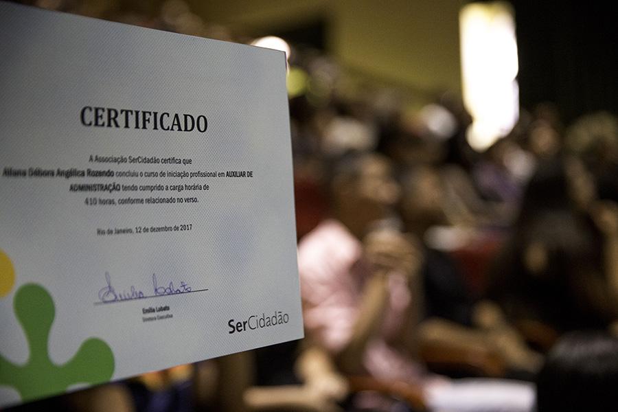 Certificado de conclusão de curso dos formandos