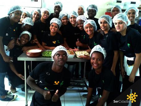 Um dia de aula prática: curso de Auxiliar de Cozinha da SerCidadão