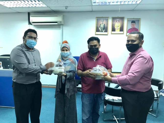 KUMPULAN BDB AGIH JUADAH BERBUKA PUASA KEPADA PETUGAS MEDIA UTUSAN MALAYSIA & KOSMO