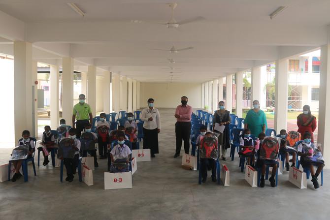 KUMPULAN BDB HULURKAN BANTUAN UNTUK PROGRAM CSR BACK TO SCHOOL SEKOLAH RENDAH SJK(T) TAMAN KELADI