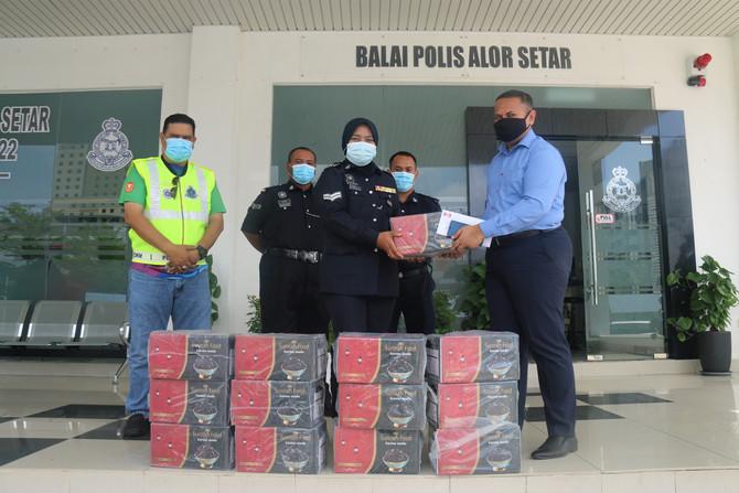 BINA DARULAMAN BERHAD(BDB) SUMBANG KURMA KEPADA PARA ANGGOTA POLIS YANG BERTUGAS