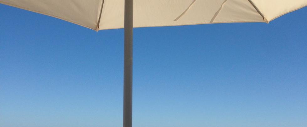 Un peu d'ombre sur la plage de la Baule