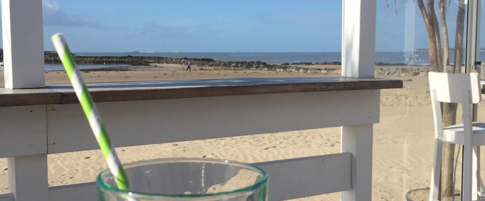 Prendre un verre sur la plage de la Baule
