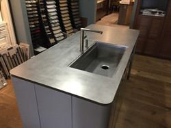 PLATE STAINLESS COUNTERTOP WITH INTEGRATED SINK