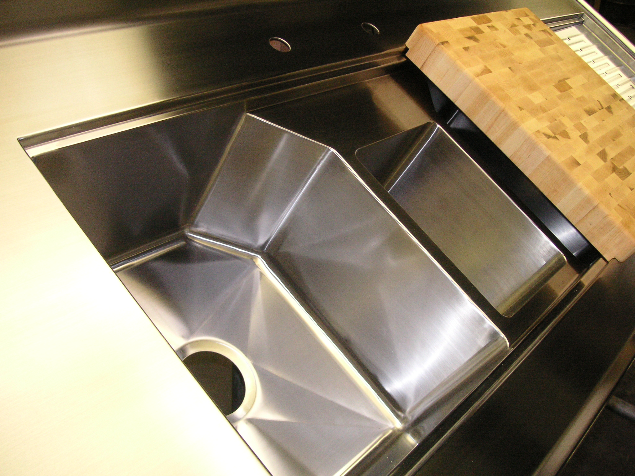 TRIPLE BOWL INTEGRATED SINK WITH SLIDING DRAINBOARD